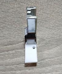 Фото: Лапка тефлоновая для молнии Т36 левая (10мм)