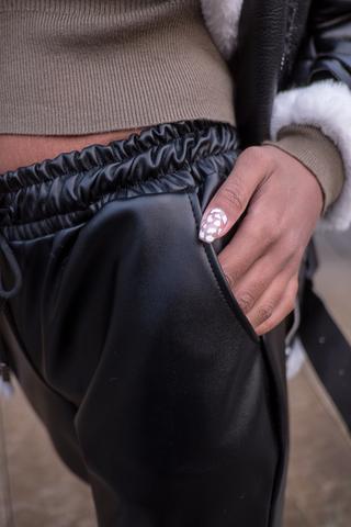 Черные кожаные штаны женские купить