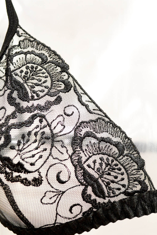 Прозрачный комплект белья с вышивкой