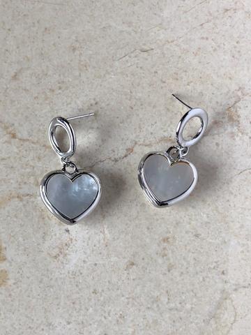 Серьги Май Харт с перламутровым сердечком, серебряный цвет