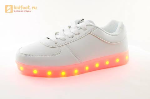 Светящиеся кроссовки с USB зарядкой Fashion (Фэшн) на шнурках, цвет белый, светится вся подошва. Изображение 3 из 29.