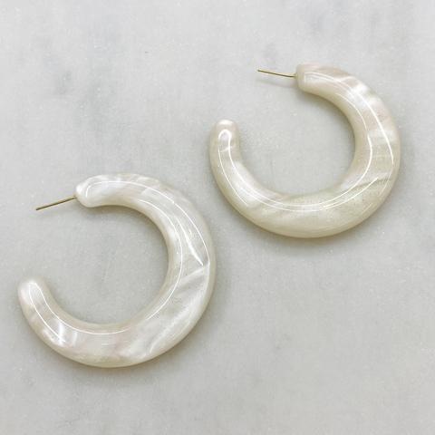 Серьги-конго объемные, акрил (белый)