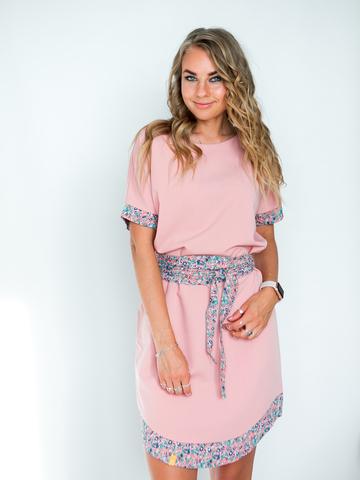Платье кремовое с персиковым поясом