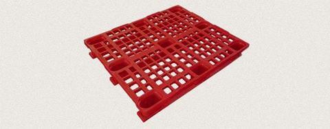 Поддон пластиковый перфорированный 1200x1000x160 мм с полозьями, усиленный металлическим профилем. Цвет: Красный