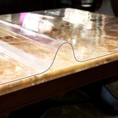Мягкое стекло на обеденном столе