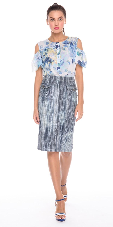 Блуза Г594-727 - Хлопковая блуза прямого силуэта. Модный принт - крупные цветы и фасон, выглядят стильно и запоминающееся. Фигурные вырезы на рукавах, эффектно подчеркивает открытые плечи.