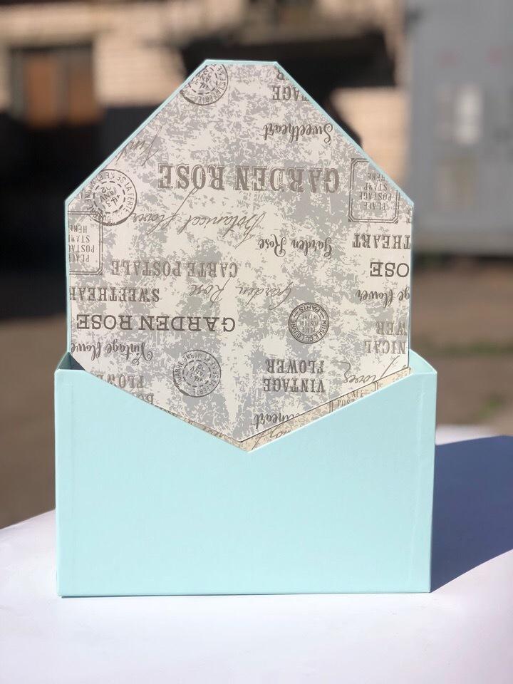 Картонная коробка для цветов в форме конверта . Цвет: Светло изумрудный  . Розница 300 рублей .