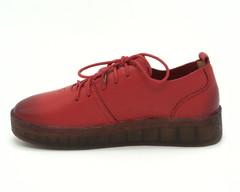 Красные полуботинки на массивной подошве