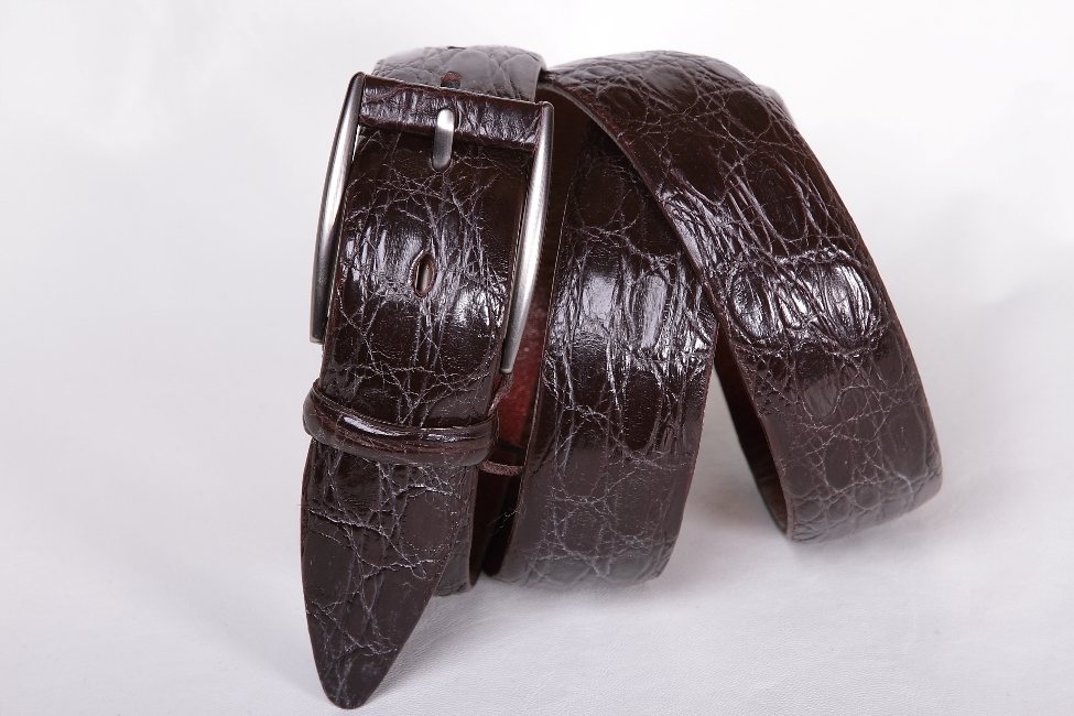Классический мужской ремень из крокодила коричневого цвета 35-04