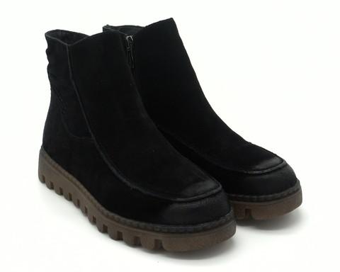 Зимние ботинки черного цвета из натурального велюра