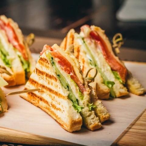Клаб сендвич с лососем