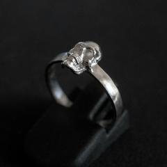 Тонкое кольцо с черепом