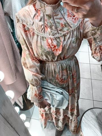 Платье с отделкой из тесьмы