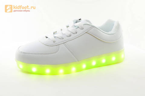 Светящиеся кроссовки с USB зарядкой Fashion (Фэшн) на шнурках, цвет белый, светится вся подошва. Изображение 5 из 29.