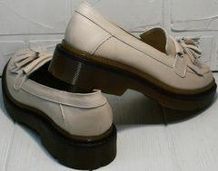 Модные женские туфли на низком каблуке Markos S-6 Light Beige.