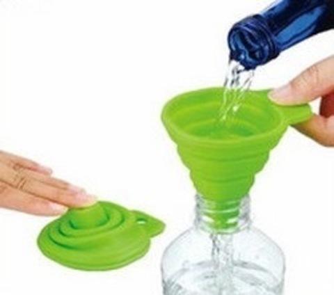 Складная силиконовая воронка для переливания пищевых и технических жидкостей.