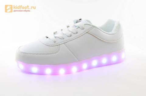Светящиеся кроссовки с USB зарядкой Fashion (Фэшн) на шнурках, цвет белый, светится вся подошва. Изображение 4 из 29.