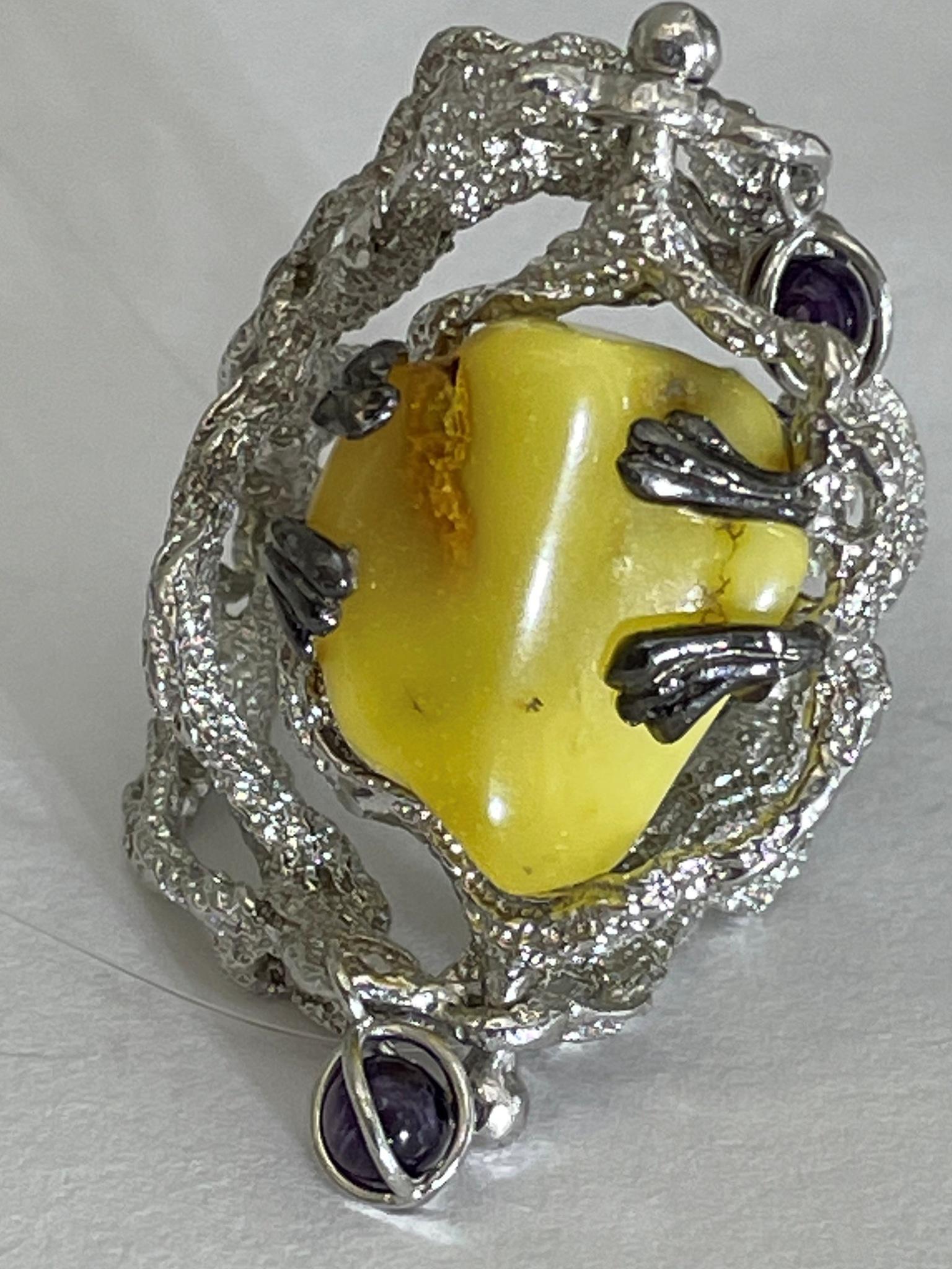Янтарь костяной (кольцо из серебра)
