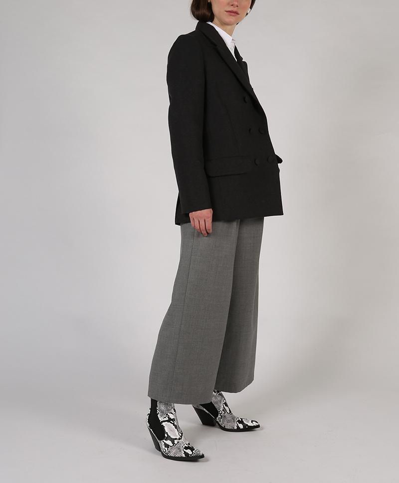 серый-пиджак-сбоку
