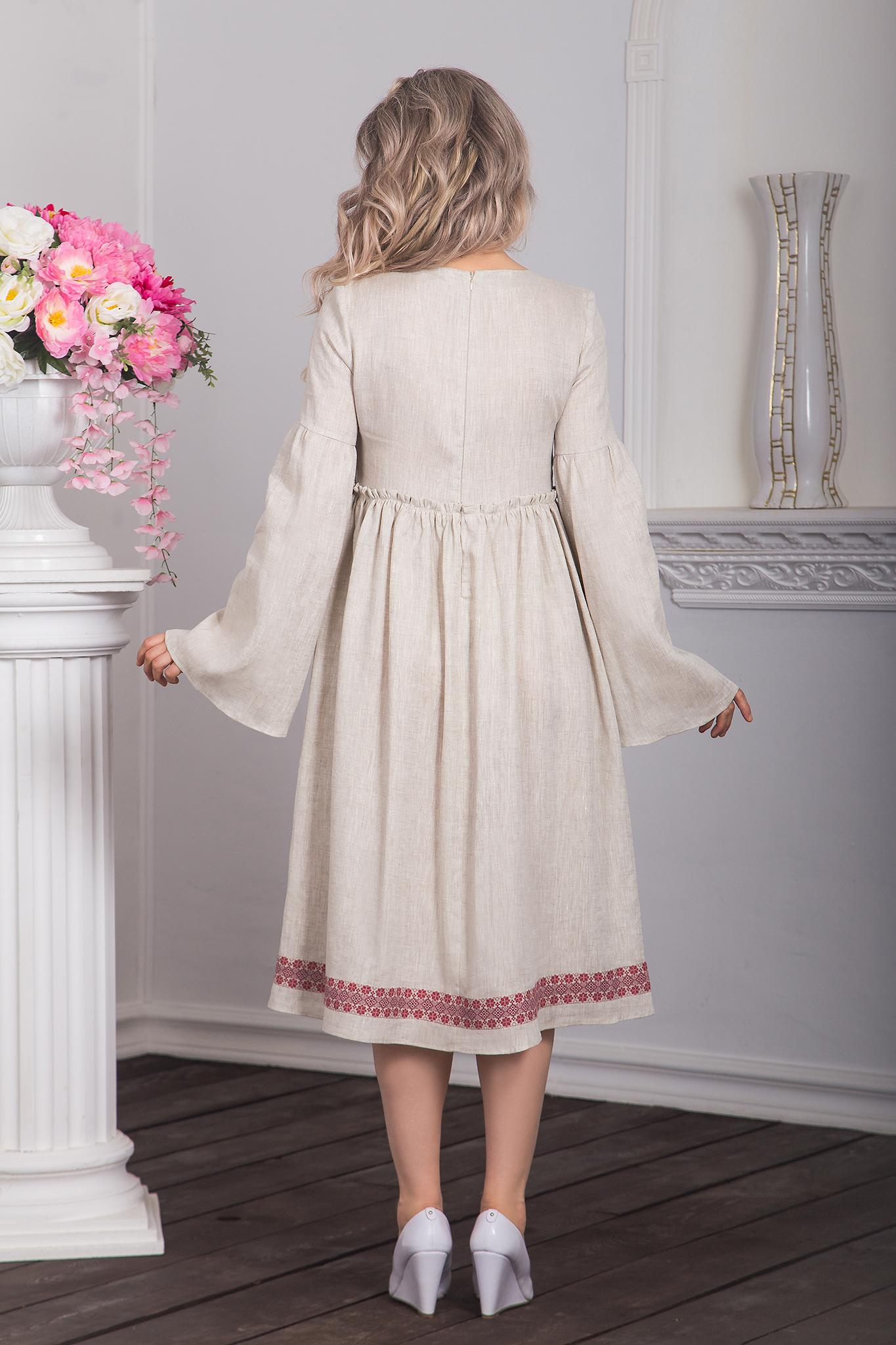 Капитанская дочка с орнаментом платье в русском стиле вид сзади