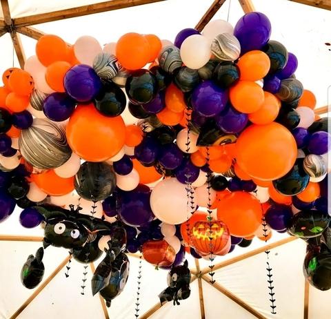 Потолок из шаров в стиле Hallowe'en