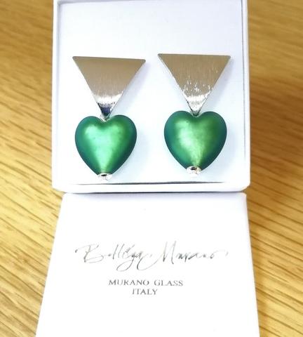 Серьги в виде сердец зеленые