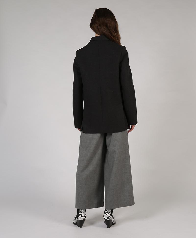 серый-пиджак-сзади