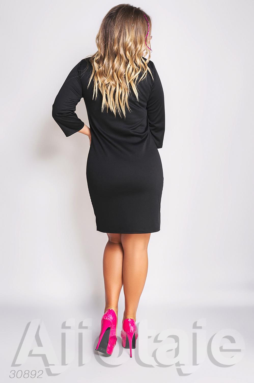 Черно-белое платье с яркими колибри