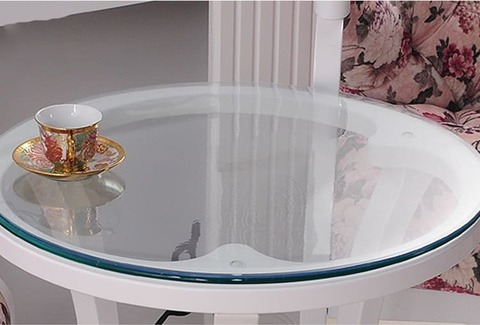 круглая накладка прозрачная толщина 1 мм. на стеклянном столе не видима.
