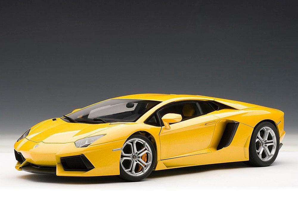 Коллекционная модель Lamborghini Aventador LP700-4 2011 Yellow