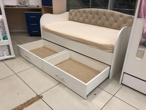 Кровать-софа с мягкой спинкой