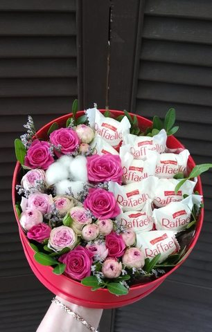 Цветы в коробочке и Raffaello #44323