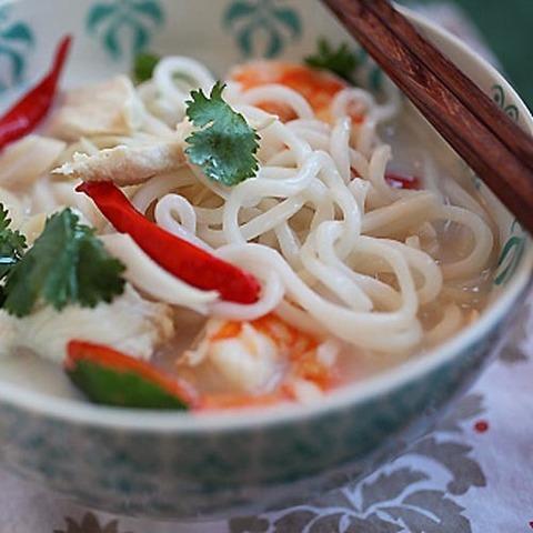 https://static-sl.insales.ru/images/products/1/1249/67151073/tom_kha_noodles.jpg