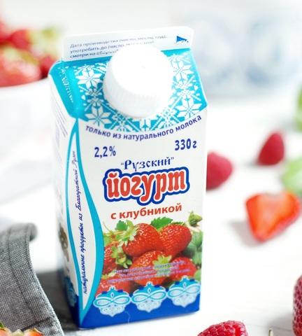 Йогурт с клубникой 2,2%