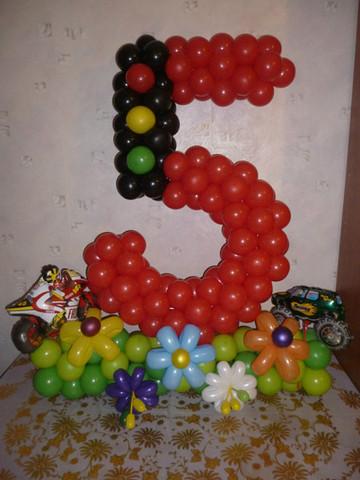 Цифра 5 из воздушны шаров