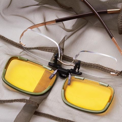 Присоедините ваши очки к клипону и комплект готов к применению