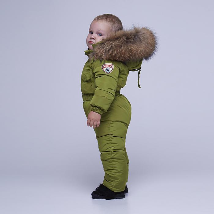 Дитячий однотонний зимовий комбінезон зеленого кольору і опушкою з натурального хутра