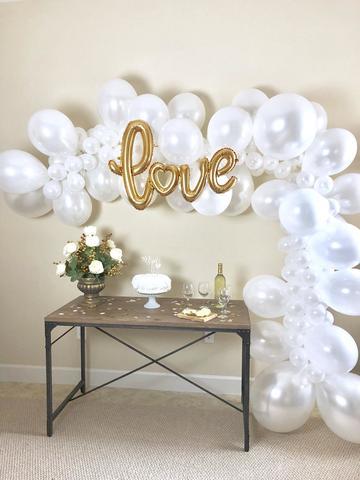 Разнокалиберная гирлянда из воздушных шаров свадебная