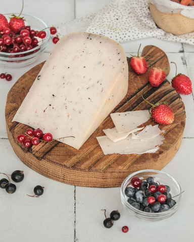 Сыр из Козьего молока с лесными ягодами, кг