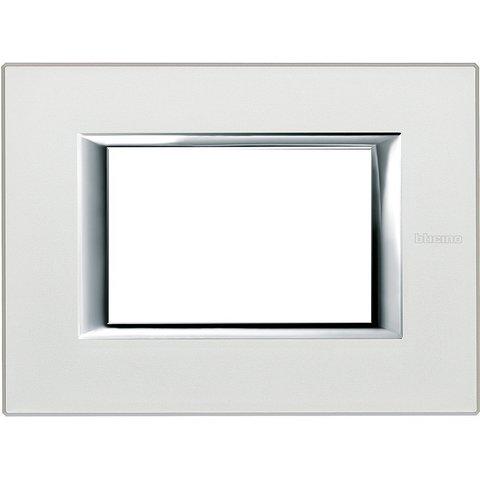 Рамка 1 пост, прямоугольная форма. АНОДИРОВАННЫЕ. Цвет Жемчужное серебро. Итальянский стандарт, 3 модуля. Bticino AXOLUTE. HA4803SAN