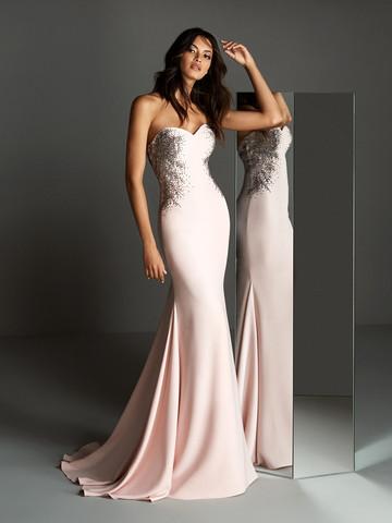 Вечернее платье классическое с открытым вырезом декольте