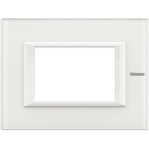 Рамка 1 пост, прямоугольная форма. СТЕКЛО. Цвет Белое стекло. Итальянский стандарт, 3 модуля. Bticino AXOLUTE. HA4803VBB