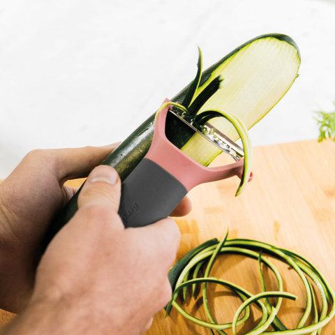 Горизонтальный пилер для чистки овощей зубчатый Leo