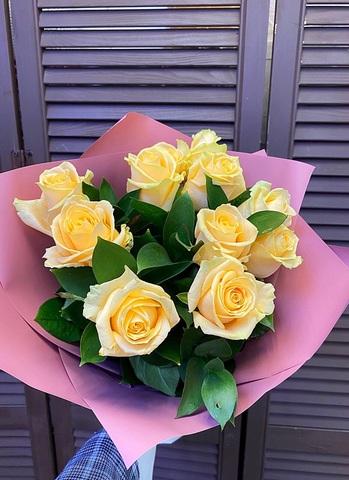 11 кремовых голландских роз 60 см в оформлении #1438
