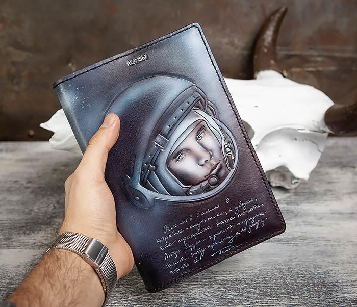 BC202 Подарочный кожаный ежедневник «Гагарин» с художественным раскрасом (A5) фото 08