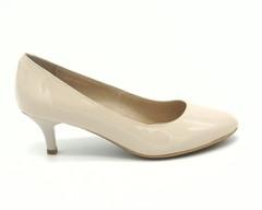 Туфли бежевые из кожи на каблуке рюмочке