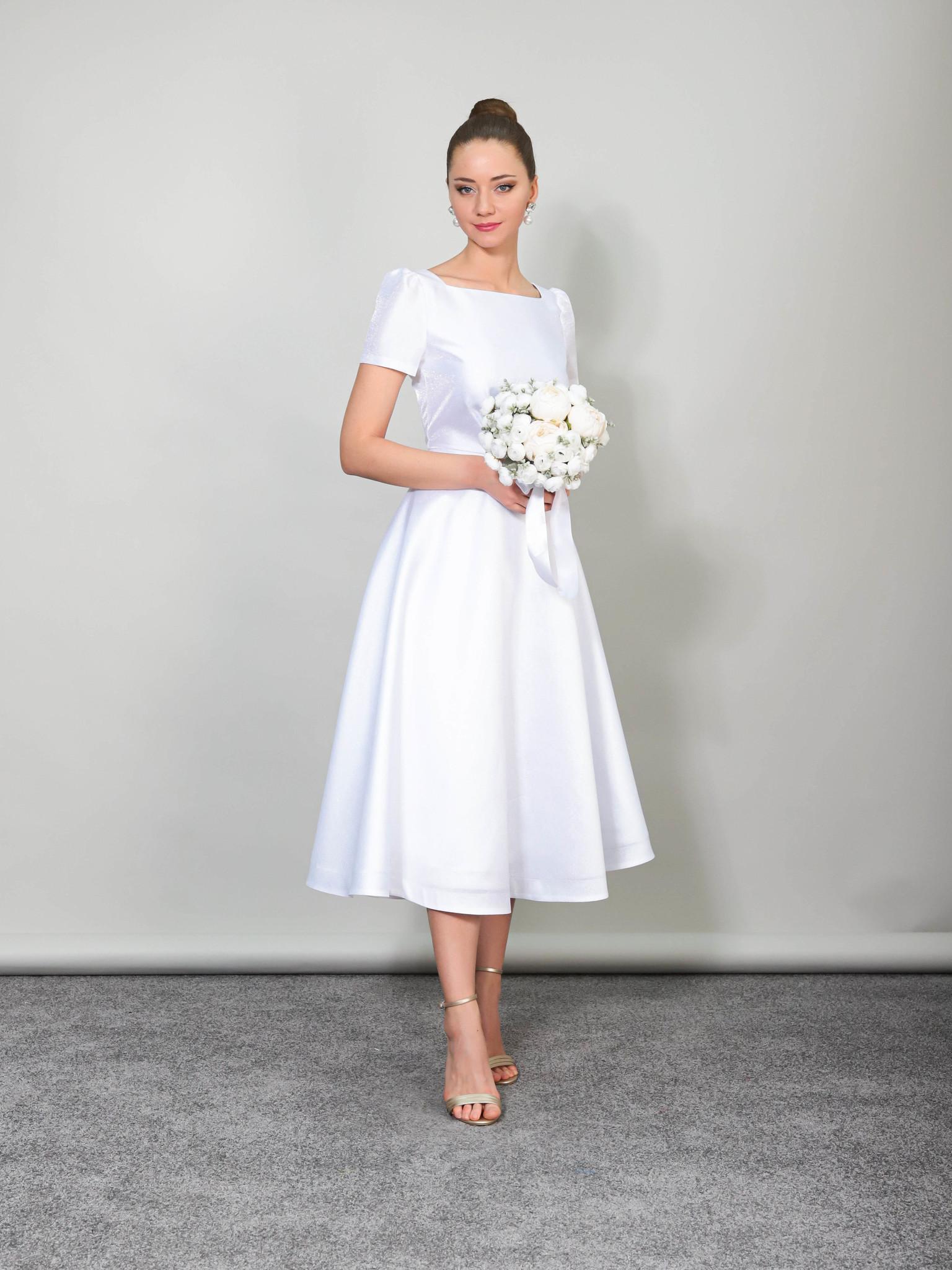 Свадебное платье с квадратным вырезом и открытой спиной (белый)