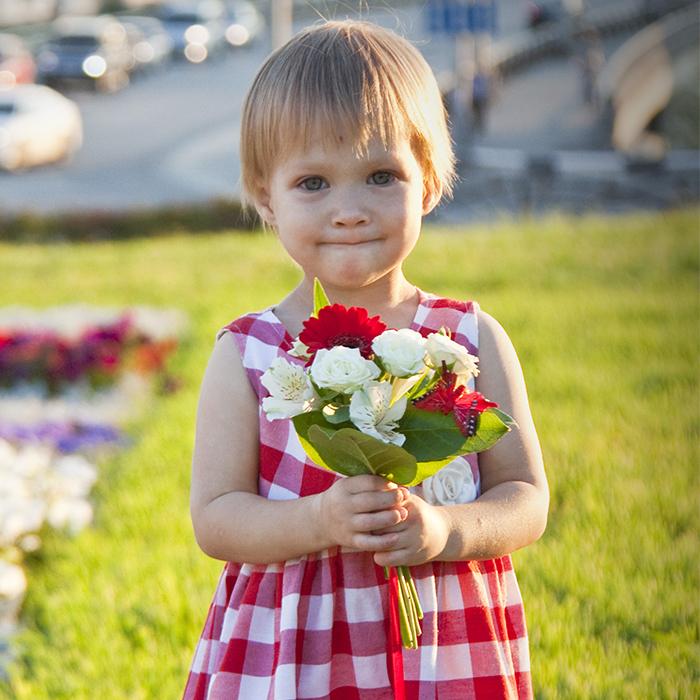 Купить недорогой букет для девочки в Перми для фотосессии маленькая невеста