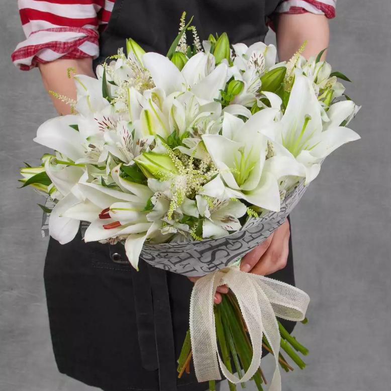 Купить большой букет лилий в Перми