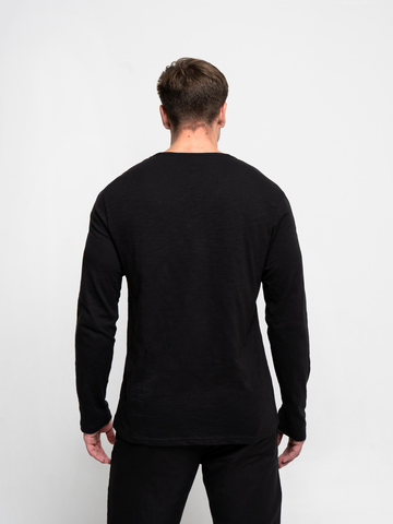 Long-sleeved crewneck black t-shirt